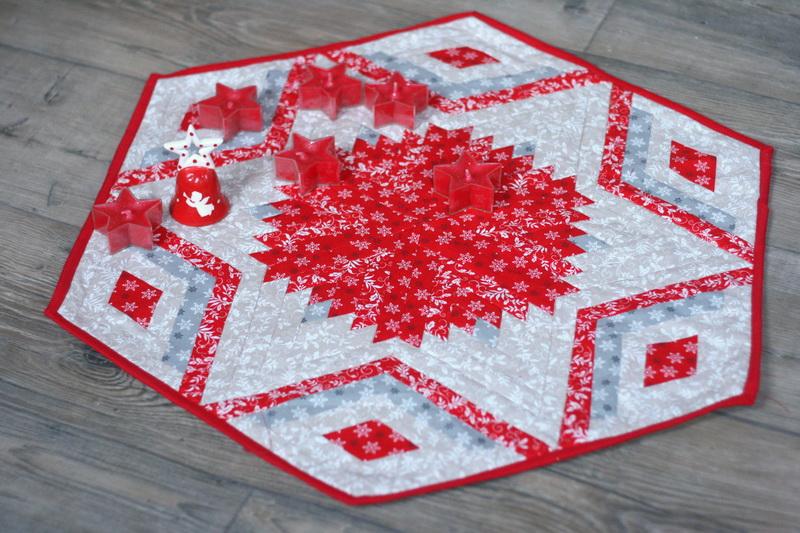 Karácsonyi asztalközép piros-bézs színekben