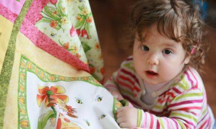 Tulipános kislány, patchwork babatakaró